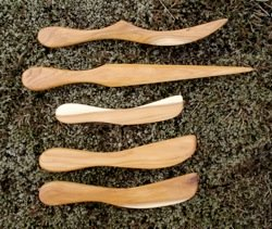 yew_wood_knives
