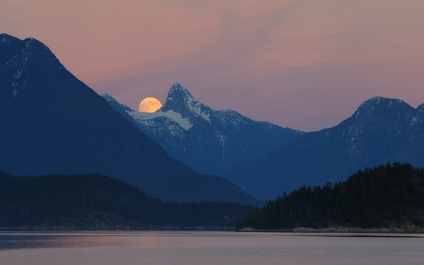 Mt Denman full moon Desolation Sound BC