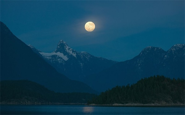 Mt Denman, Desolation Sound BC full moon