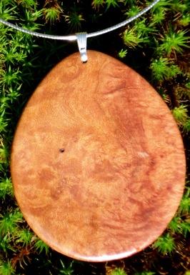 wooden-pendant-jewelry